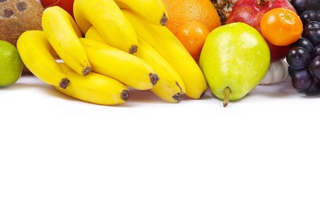 Composição com frutas isoladas