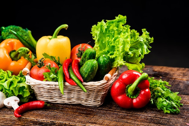 Composição com legumes orgânicos crus variados