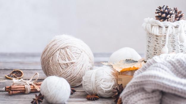 Composição com linha para tricô