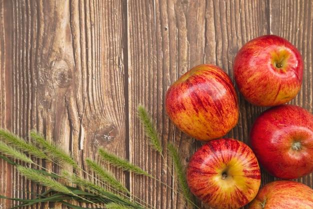 Composição, com, maçãs, e, verde, picos