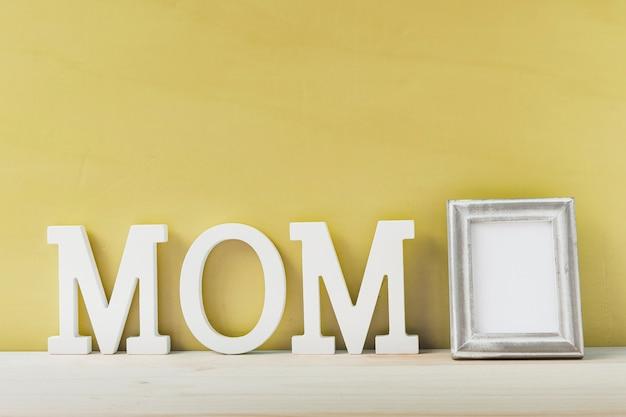 Composição com moldura para o dia das mães
