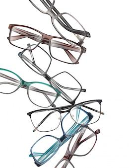 Composição com óculos de estilo diferente, isolado no fundo branco