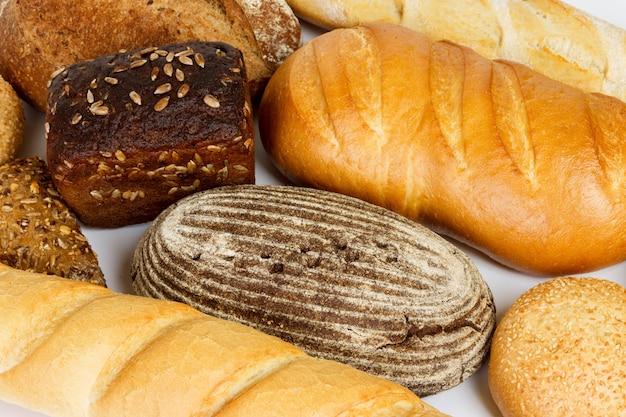 Composição com pão e pãezinhos close-up