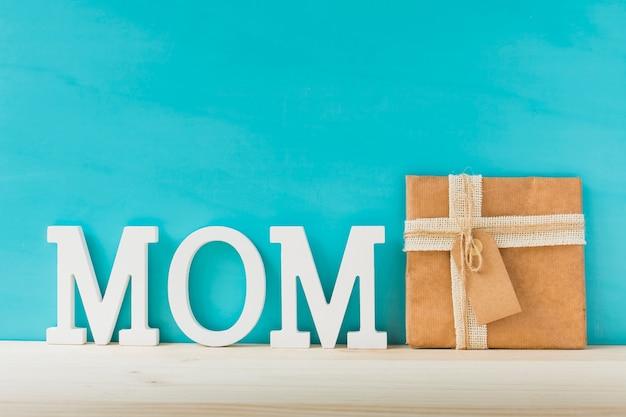 Composição com presente para o dia das mães