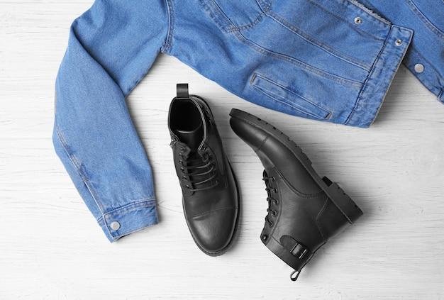 Composição com sapatos masculinos estilosos na luz