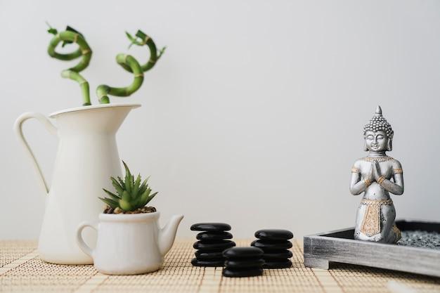 Composição com variedade de elementos para meditação