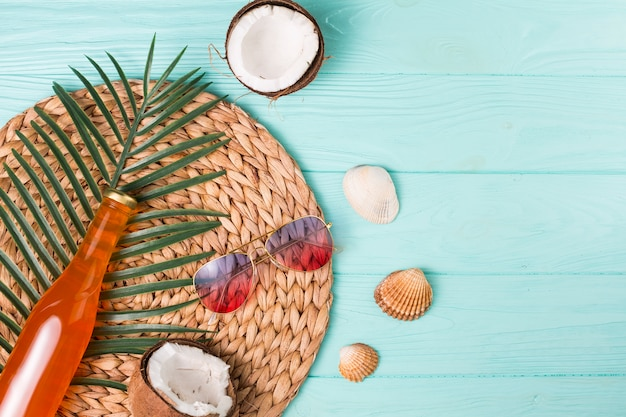 Composição criativa de lazer praia tropical