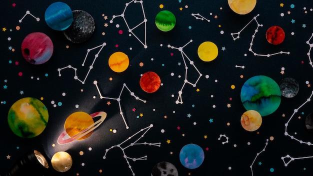 Composição criativa de planetas de papel de vista superior