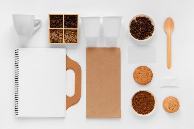 Composição criativa de vista superior de elementos de café