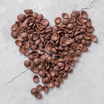 Composição criativa plana leiga de deliciosos produtos de chocolate