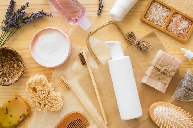Composição da escova de dentes e creme de tratamento de spa