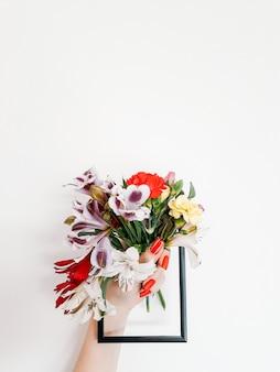 Composição da flora do buquê colorido para entrega de flores