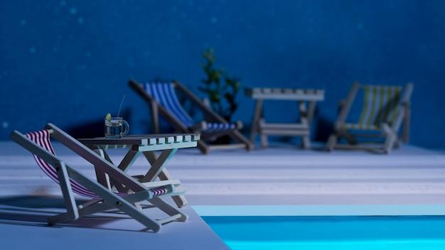 Composição da natureza morta da piscina noturna