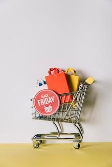 Composição da sexta-feira negra com carrinho de compras Foto gratuita
