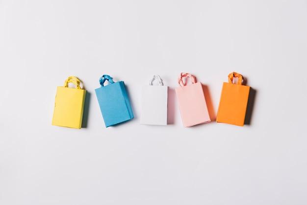 Composição da sexta-feira negra com cinco sacas Foto Premium