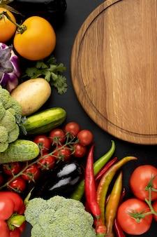 Composição da vista superior de deliciosos vegetais frescos