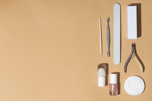 Composição da vista superior de produtos para unhas