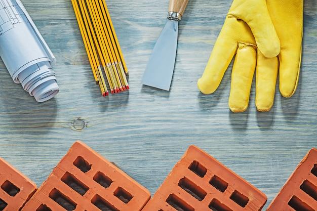 Composição das ferramentas de alvenaria na construção da placa de madeira