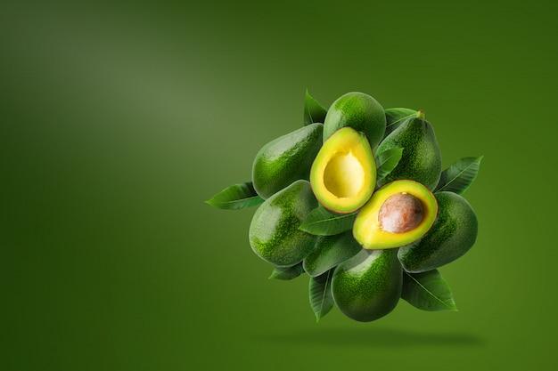 Composição de abacate maduro verde
