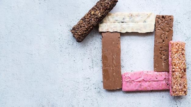 Composição de alimentos saudáveis com barras de proteína