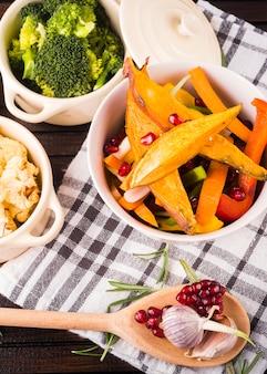 Composição de alimentos saudáveis com estilo elegante