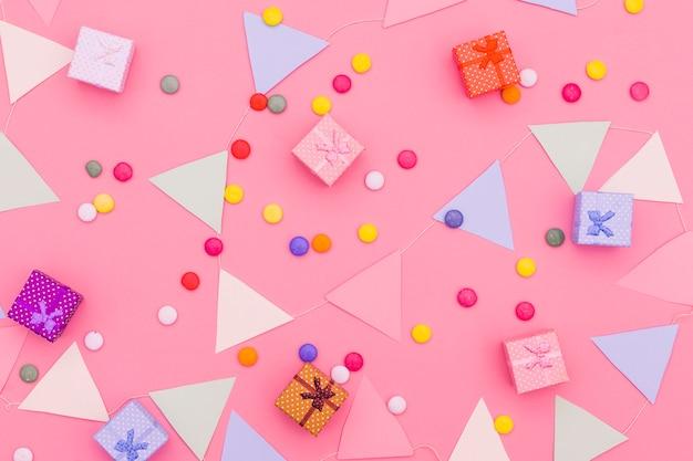 Composição de aniversário plana leiga