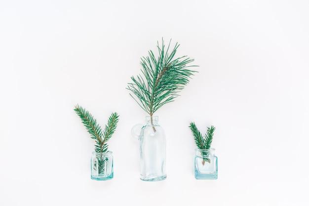 Composição de ano novo ou natal com galhos de pinheiro