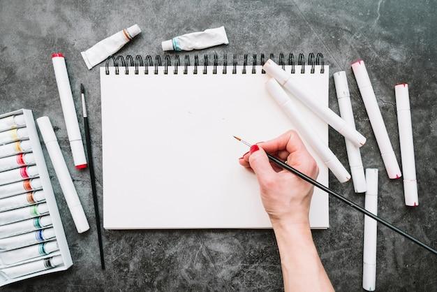 Composição de arte vista superior com papel