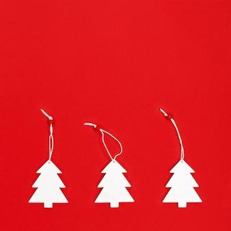 Composição de árvores de natal branco