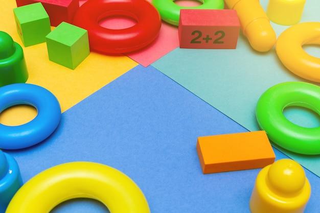 Composição de brinquedos de educação infantil com espaço de cópia