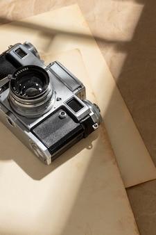 Composição de câmera vintage de alto ângulo