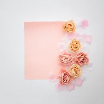Composição de casamento com um papel vazio