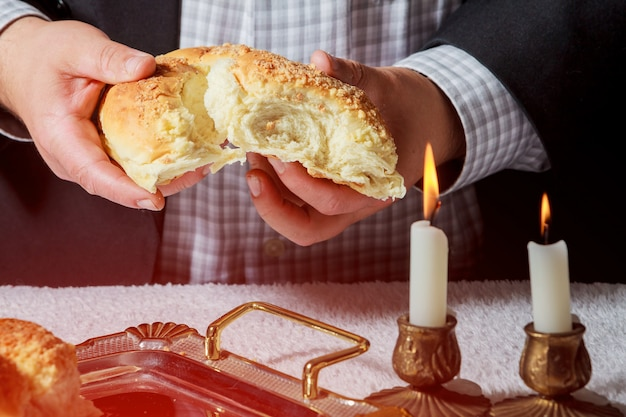 Composição de cerimônia de kidush de sábado com duas velas