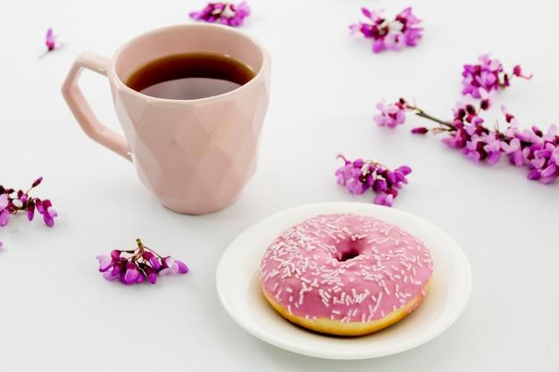 Composição de chá com donuts