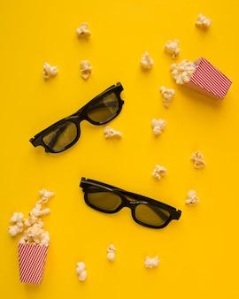Composição de cinema em fundo amarelo