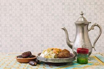 Composição de comida árabe para ramadan com chá