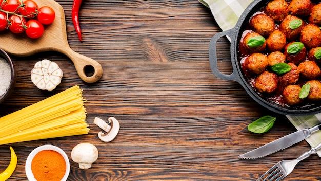 Composição de comida italiana plana leiga com copyspace
