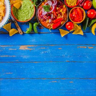 Composição de comida mexicana com espaço de cópia