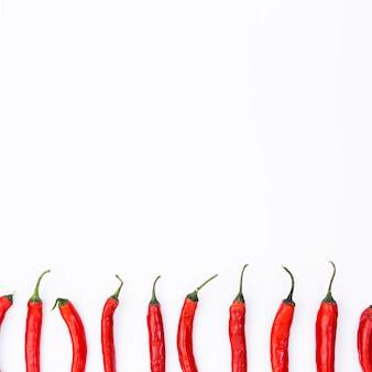 Composição de comida mexicana plana leigos com chilis