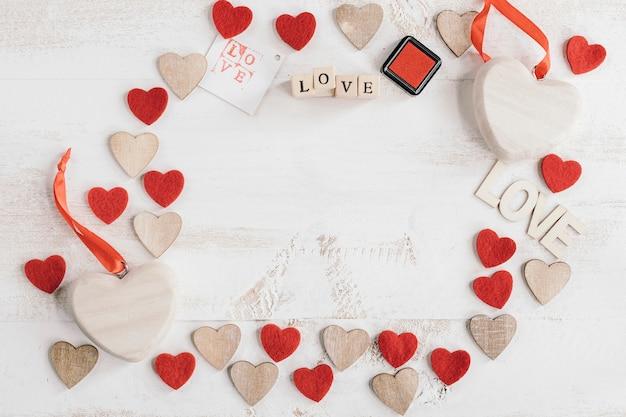 Composição de corações com espaço em branco