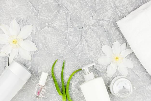 Composição de cosméticos nas cores brancas