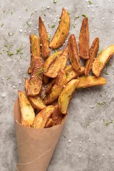 Composição de deliciosas batatas fritas