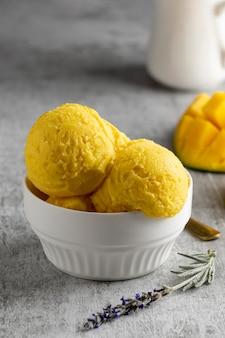 Composição de delicioso sorvete caseiro