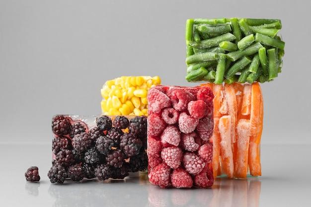 Composição de deliciosos alimentos congelados