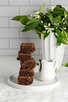 Composição de deliciosos brownies caseiros