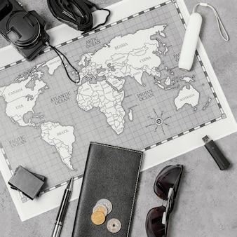 Composição de diferentes elementos de viagem