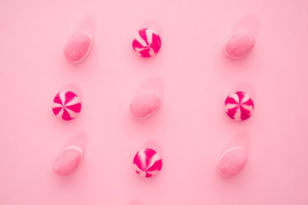 Composição de doces cor-de-rosa