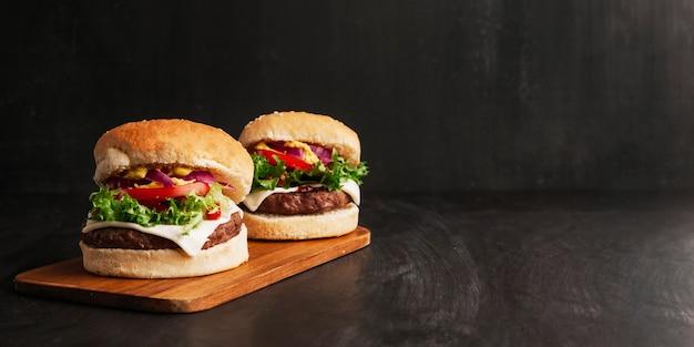 Composição de dois hambúrgueres