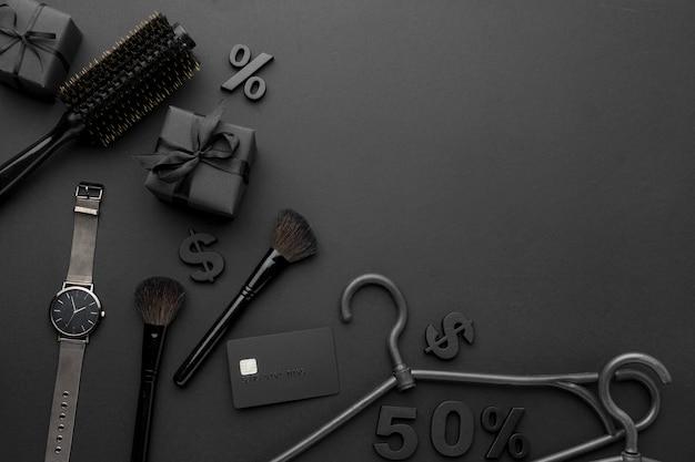 Composição de elementos de vendas de sexta-feira negra de vista superior com espaço de cópia