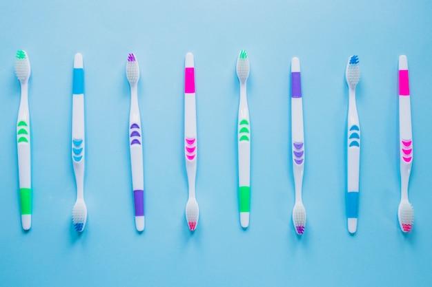 Composição de escova de dentes